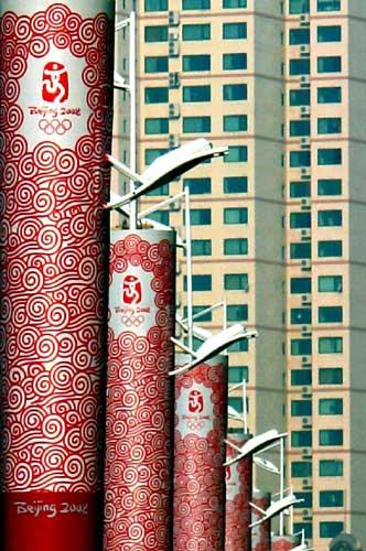 """图文-""""祥云""""瑞彩 火炬扮靓青岛街景-2008北京奥运会"""